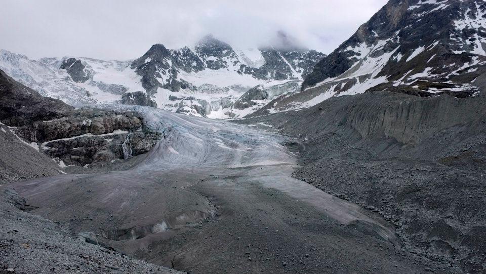 Die Berner Werbeagentur Blitz & Donner dreht auf dem Moiry-Gletscher Reportage mit Canon C300