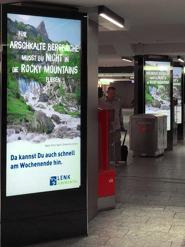 E-Panel am Bahnhof Bern